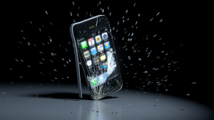 айфон разбивается о бетонную поверхность