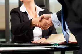 рукопожатие партнёров
