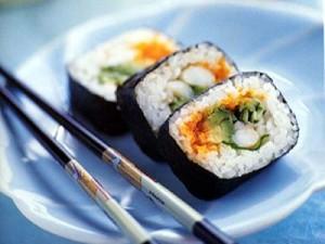 Палочки и овощи с вареным рисом